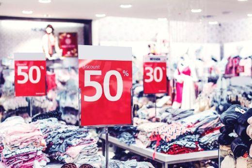 Cum sa reducem impactul pe care il are industria fast fashion asupra mediului inconjurator? Care este costul real al productiei de haine foarte ieftine?