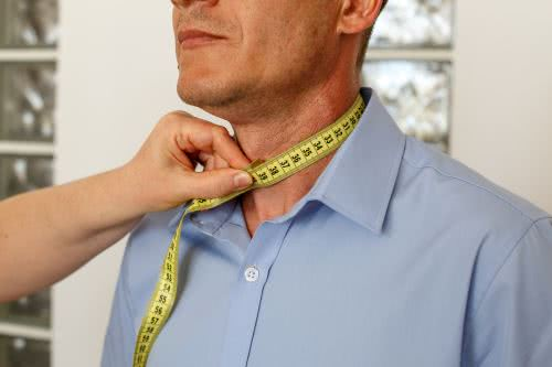men measures collar