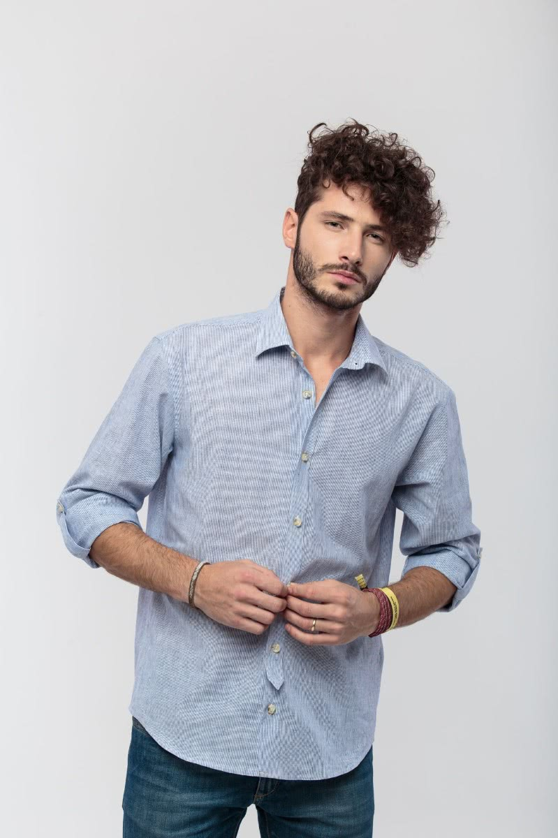 Lang sleeved regular shirt in(55% linen, 45% cotton) blue and white fabric, with sleeve belts, partial applied placket and horn buttons.
