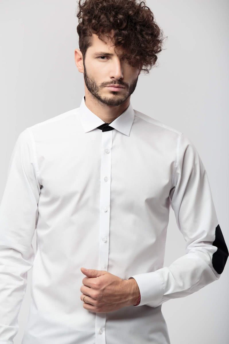 Long sleeved, slim fitted shirt (100% cotton) with a small collar. The collar band and the elbow patches are in a black, contrast fabric.