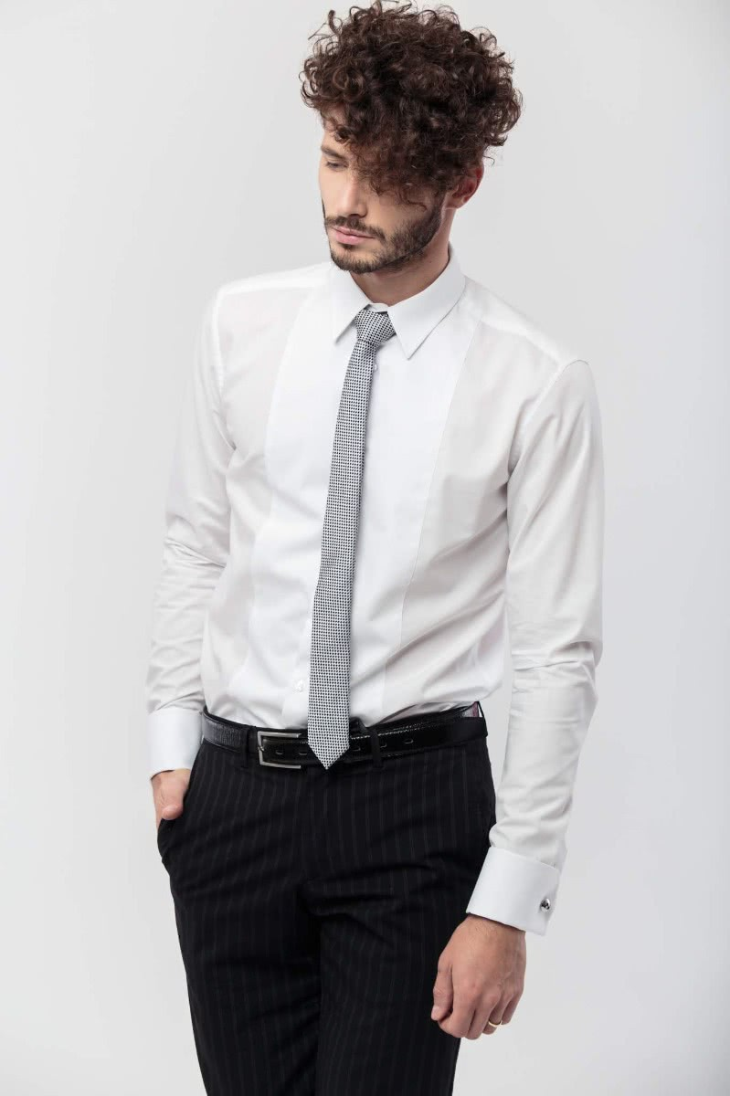 Long sleeved, slim fitted shirt in 100% white cotton. The note of elegance is given by the front bib and the double cuffs.